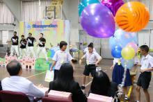 เด็ก ๆ มีส่วนร่วมในการแสดงในพิธีมอบทุนการศึกษามูลนิธิน่านฟ้าไทย