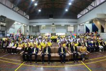 ถ่ายภาพรวมพิธีมอบทุนการศึกษามูลนิธิน่านฟ้าไทย