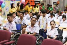 ภาพเด็ก ๆ พิธีมอบทุนการศึกษามูลนิธิน่านฟ้าไทย